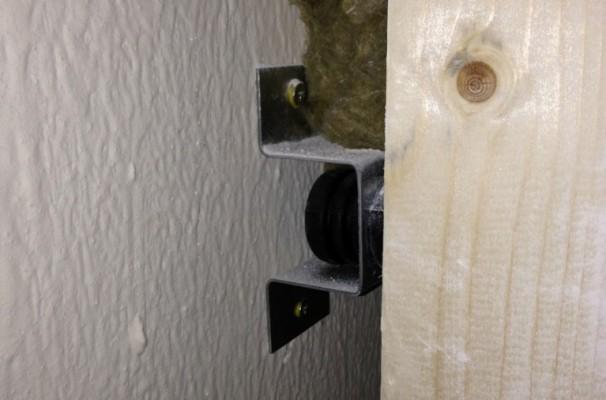 Anti-vibration wall support