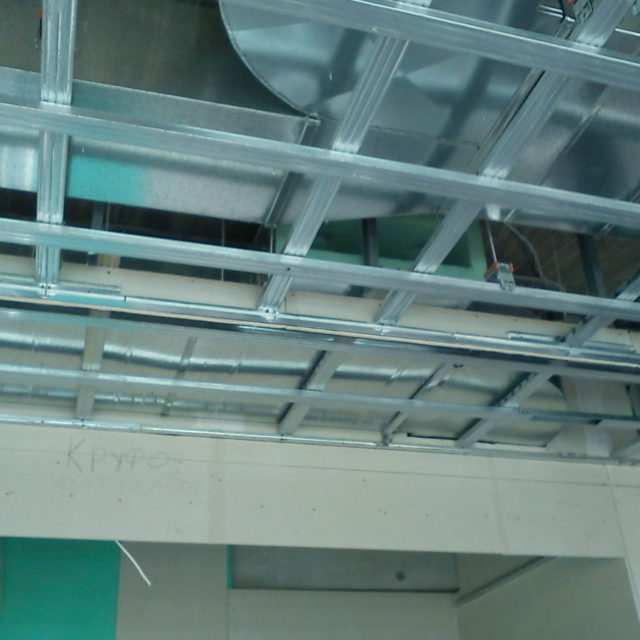 Floating anti-vibration ceiling