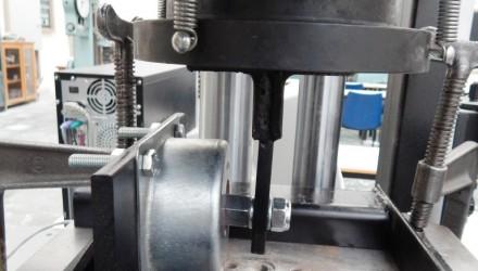 Lab test for shear stress for vibration isolators VIBRO 3D