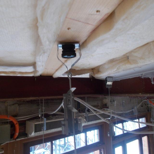 Vibration control hanger